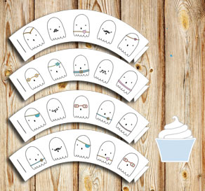 Cupcake wrappers with cute ghosts  | Free printable for Halloween
