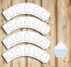 Cupcake wrappers with ghosts  | Free printable for Halloween