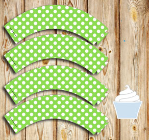 Green cupcake wrapper with white dots  | Free printable cupcake wrappers and toppers