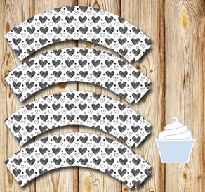 Cupcake wrappers with black and white hearts  | Free printable for Valentines day