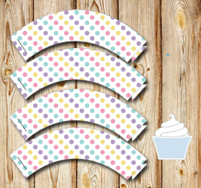 White cupcake wrappers with dots  | Free printable cupcake wrappers and toppers