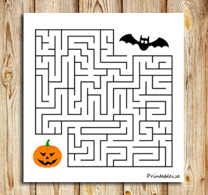 Small maze: Help the bat find the pumpkin  | Free printable for Halloween