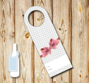 Neck tags with grey dots and a pink bow (till/från)  | Free printable neck tag