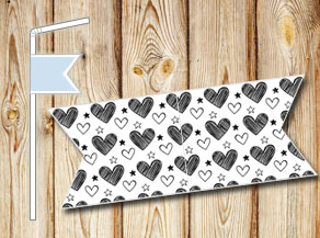 Straw decoractions with black and white hearts  | Free printable for Valentines day