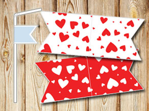 Straw decoractions with red hearts  | Free printable for Valentines day