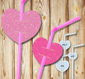 Straw decorations with r pink glitter hearts  | Free printable for Valentines day