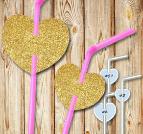 Straw decorations with gold glitter hearts  | Free printable for Valentines day